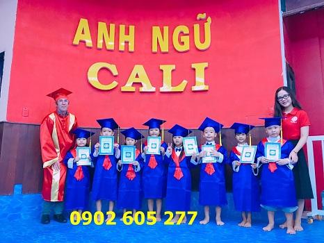 Bán áo tốt nghiệp tiểu học 2019