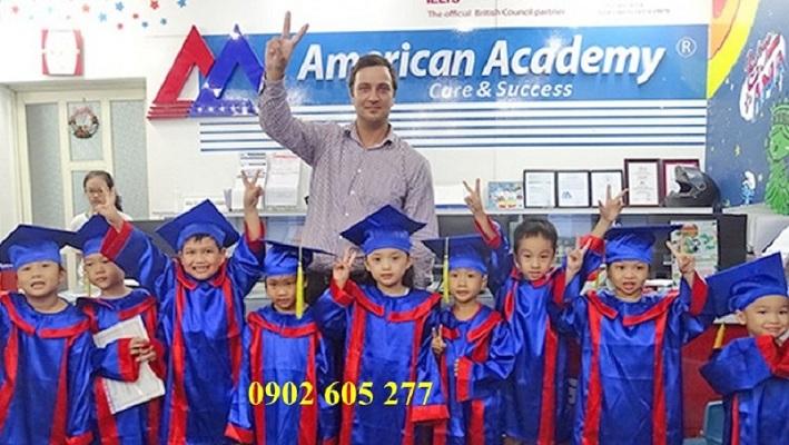 Thuê áo tốt nghiệp tiểu học tại quận 7