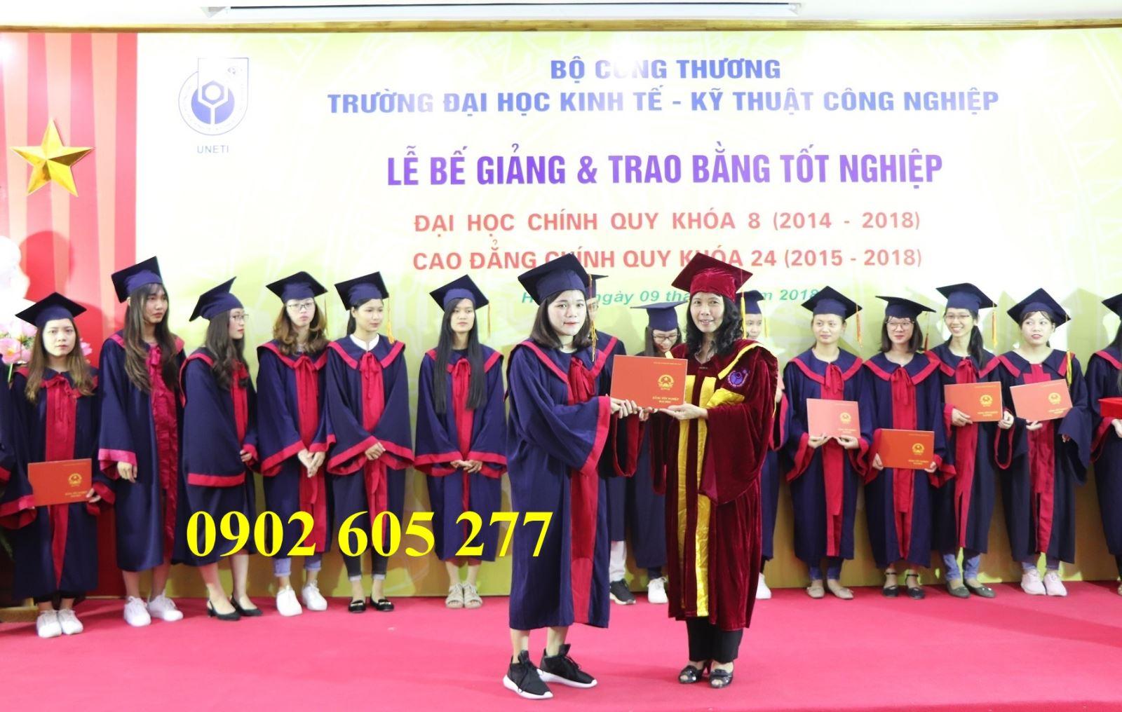 Đồng phục tốt nghiệp sinh viên được bán ở Nha Trang