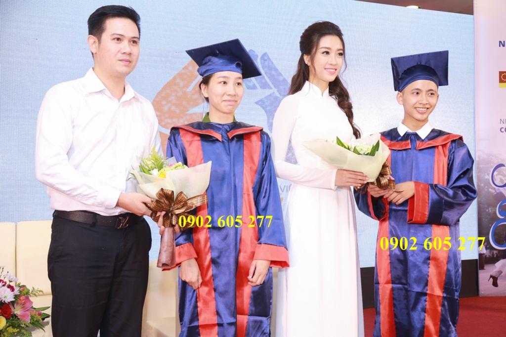 Đồ cử nhân cho học viên tốt nghiệp trung tâm thẩm mĩ viện